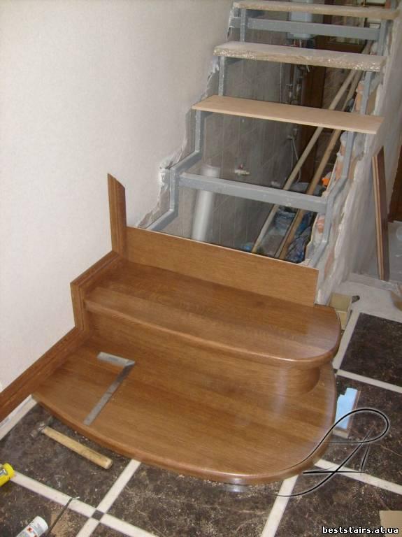 Деревянная лестница своими руками на металлическом каркасе 23